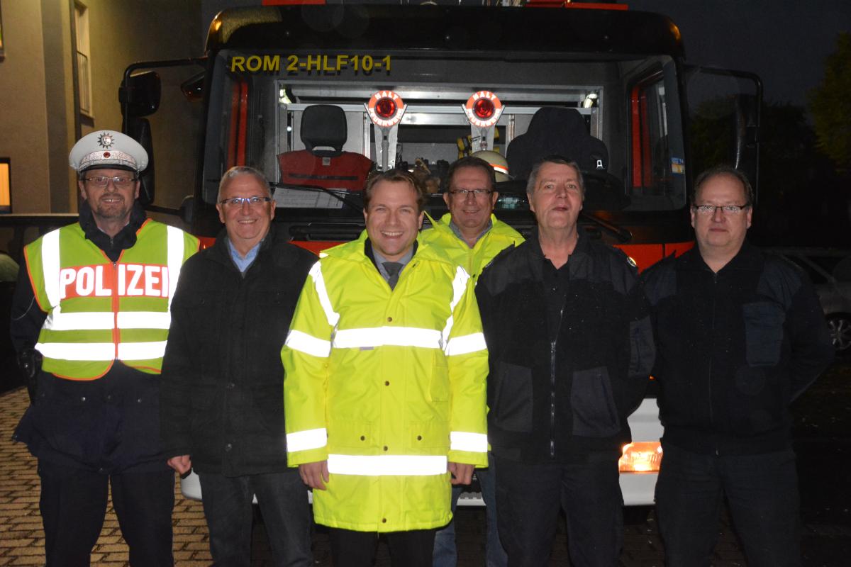 Bürgermeister Dr. Martin Mertens auf Kontrollfahrt mit der Feuerwehr