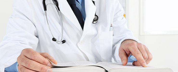 Einblick in die Arbeit des Ärzteteams im Kreishaus: Von der Laborergebnis-Auswertung bis zur Terminvergabe