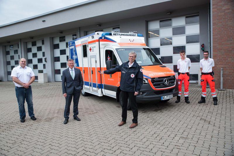 Rhein-Kreis Neuss stellte neuen Rettungswagen für Rettungswache Frimmersdorf vor